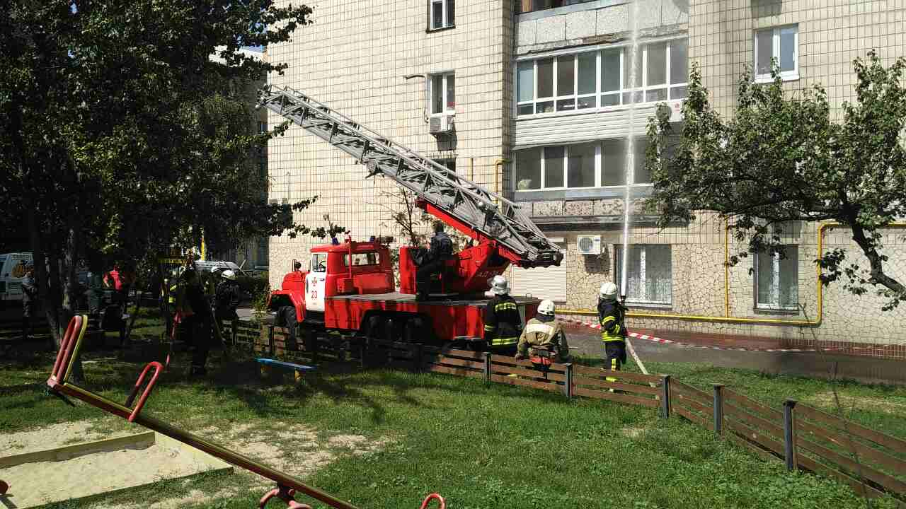 Один человек выпрыгнул изокна, двое погибли— Пожар вКиеве