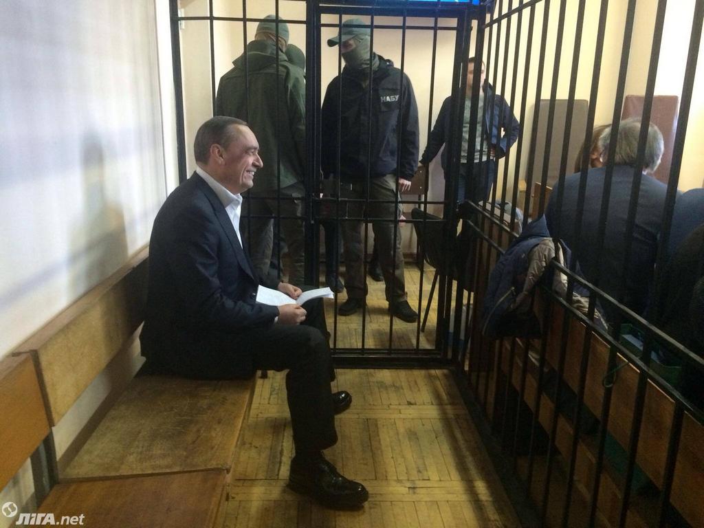 Суд начал избирать меру пресечения экс-нардепу Мартыненко