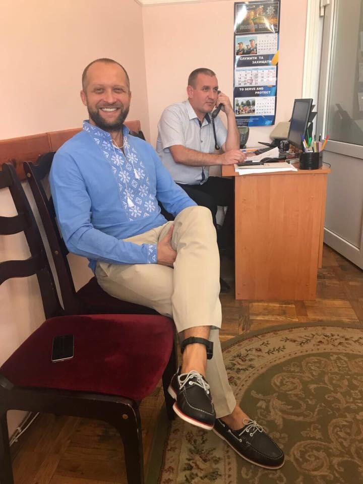 На Полякова надели электронный браслет слежения: фото