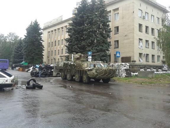 В Краматорске разбирают баррикады террористов
