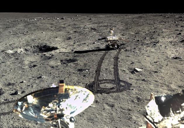 Китайцы поделились цветными снимками лунной поверхности: фото