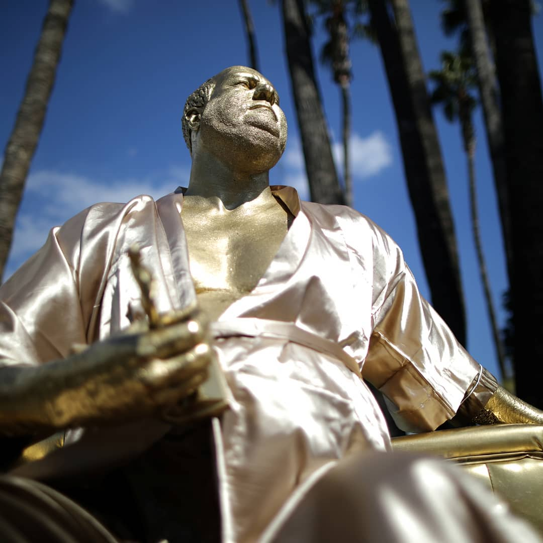 """""""Кастинг через постель"""": в Голливуде появилась статуя Вайнштейна"""