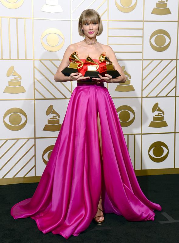 Тейлор Свифт стала самой высокооплачиваемой певицей - Forbes