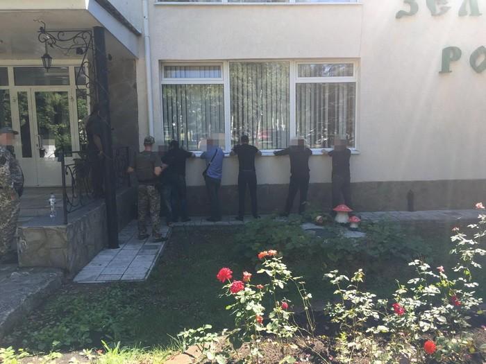 """СБУ задержала 106 """"авторитетов"""" на похоронах вора в законе: фото"""