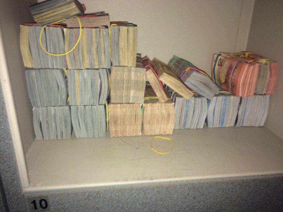 06b483117ecc8e1d080958eb018bb746 В Одессе на рынке нашли конвертационный центр и арсенал оружия
