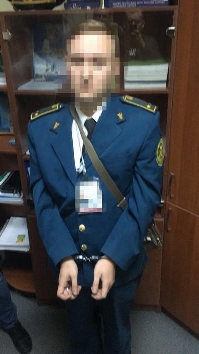 СБУ разоблачила на взятке главного таможенника поста Херсон-порт