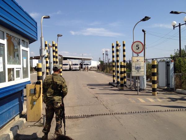 Конвой Путина вторгся в Украину и соединился с боевиками