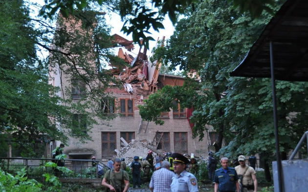 В Донецке прогремел взрыв, обрушился Университет торговли: фото