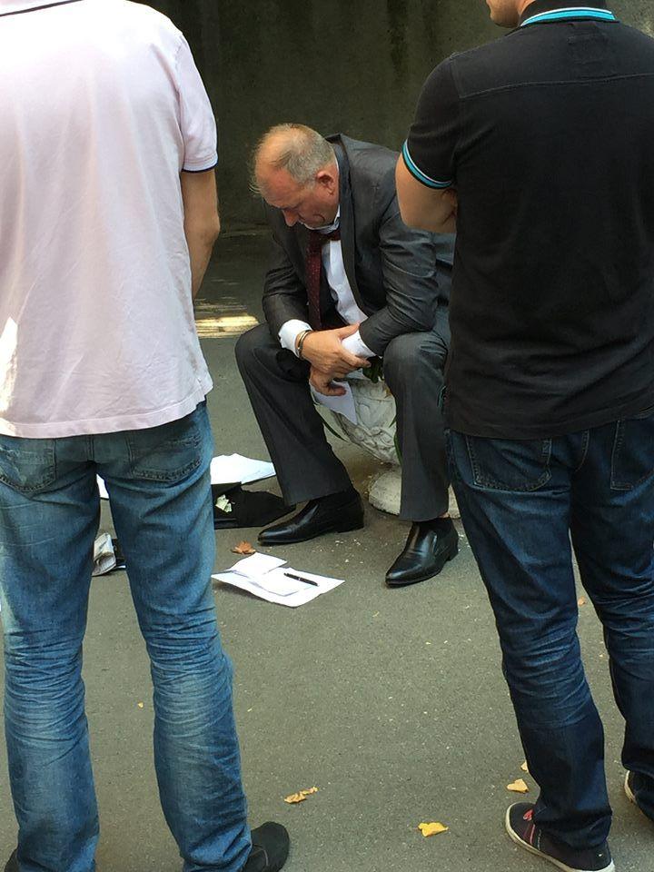 На Банковой задержан подозреваемый в вымогательстве: фото