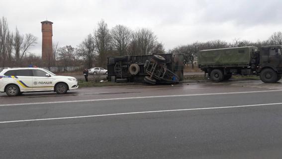 ВНиколаевской области грузовой автомобиль Нацгвардии врезался востановку