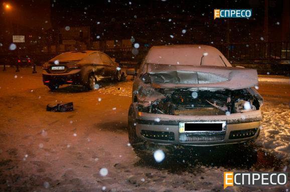 В Киеве водитель потерял сознание за рулем: видео и фото ДТП
