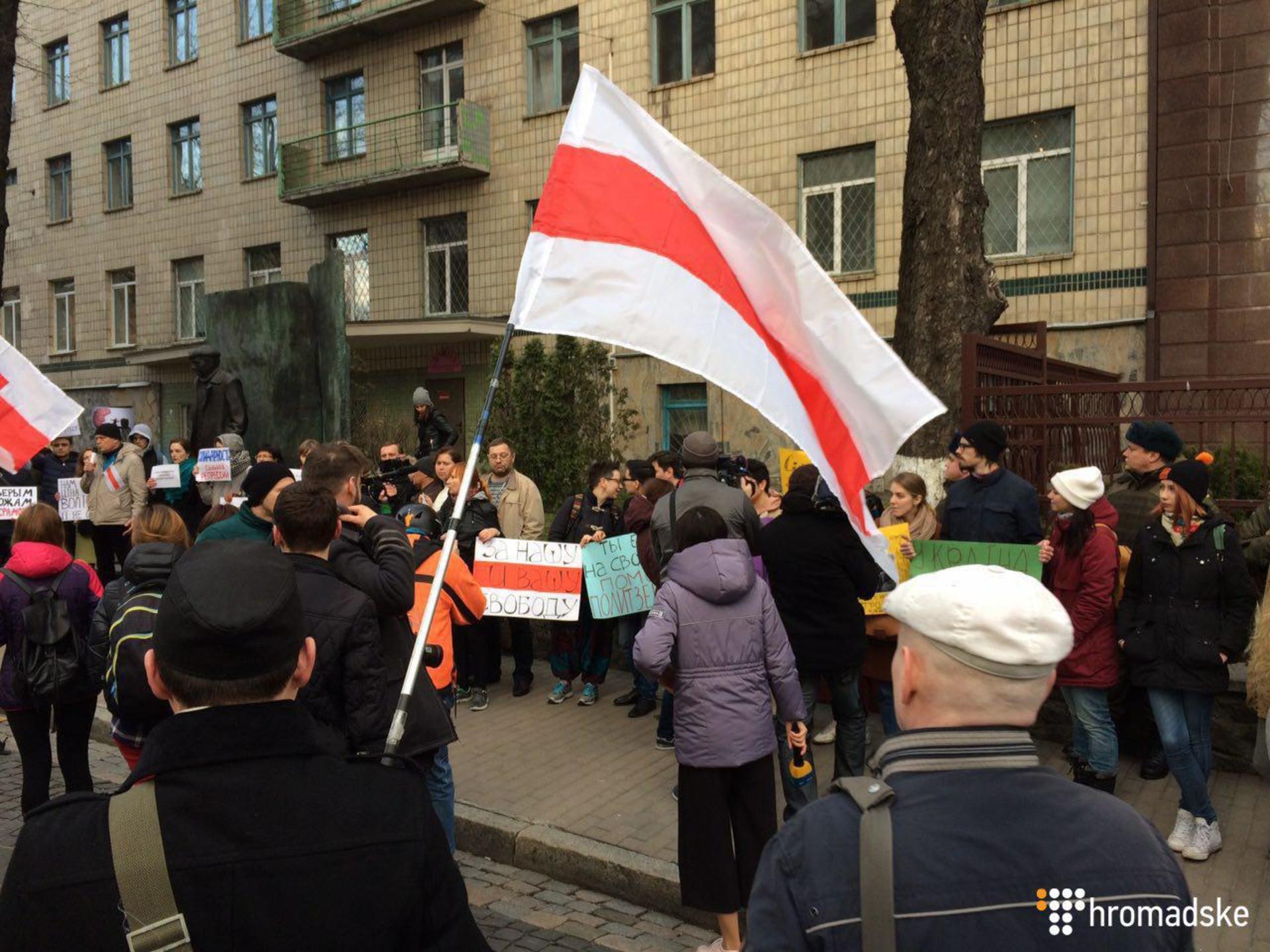 В Киеве прошла акция в поддержку протестов в Беларуси: фото