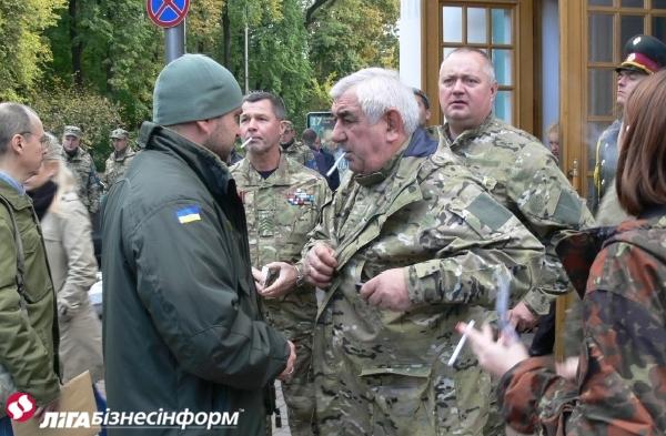 Организовать и возглавить. Как в Киеве объединяли участников АТО