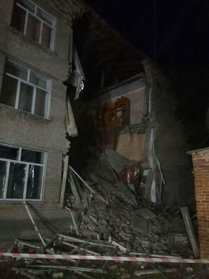 В Николаевской области во время ремонта обрушилась школа: фото