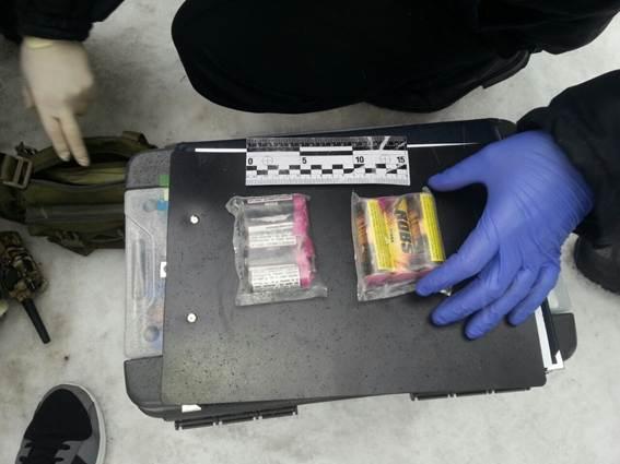 Юноша пытался пронести в государственный квартал петарды ивзрывпакет