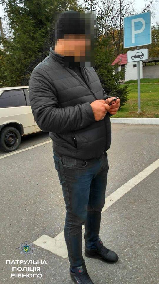 В Ровно ребенок ехал за рулем джипа с оружием и наркотиками: фото