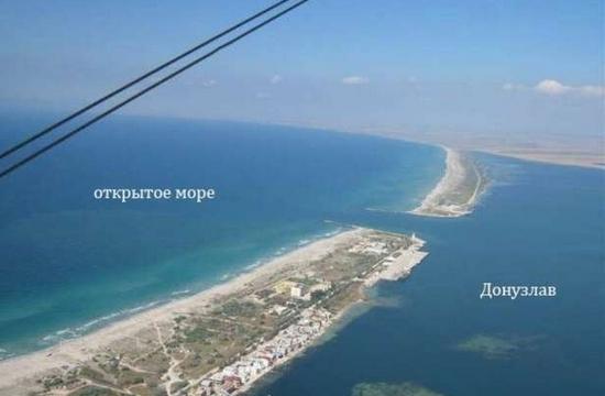Украинские корабли пытаются вырваться из Донузлава