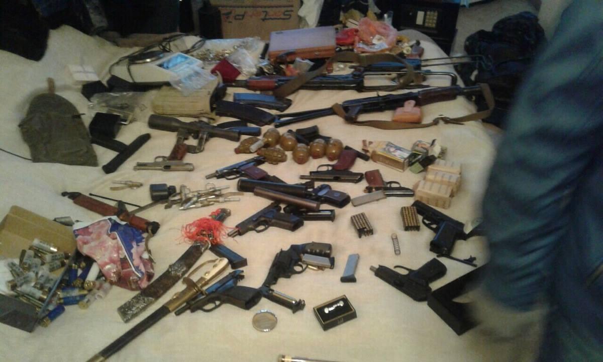 ВКиеве задержали мужчину, который сохранял дома арсенал оружия ибоеприпасов