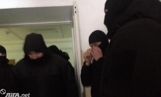 В Соломенском райсуде неизвестные напали на одного из посетителей