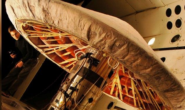 """NASA испытало в потоке плазмы защитное космическое """"одеяло"""": фото"""