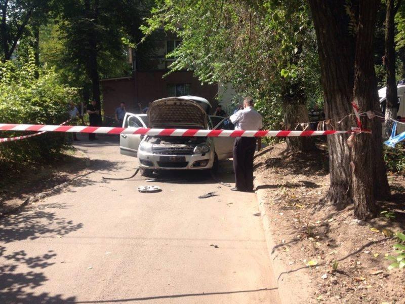 В центре Днепра взорвался автомобиль, есть пострадавшие: фото