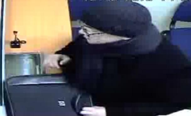 Киевский банк обещает награду тому, кто поможет найти грабителя