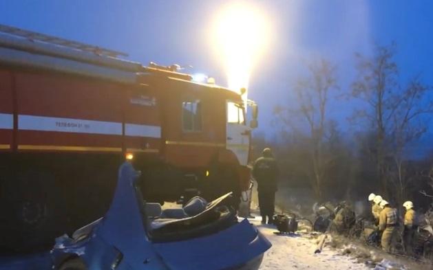 Авария в Крыму: машину разорвало пополам, есть погибшие - фото