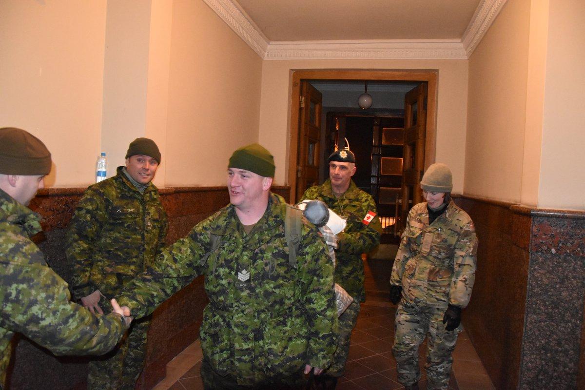 В Украину прибыли еще 50 военных инструкторов из Канады - фото