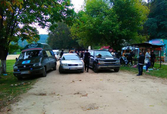 Под Львовом обнаружили группу вооруженных людей в униформе