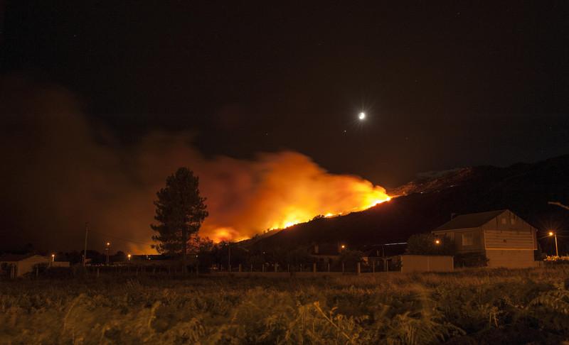 Неменее 300 человек эвакуировали наюго-востоке Испании из-за пожаров