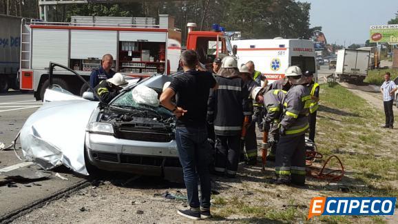 Под Киевом грузовик столкнулся с Audi A6: есть жертвы