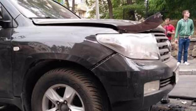Вцентре украинской столицы впериод движения взорвался Land Cruiser, пострадал мужчина