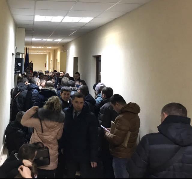 Матиос назвал унижением стояние прокуроров в очереди в суде: фото