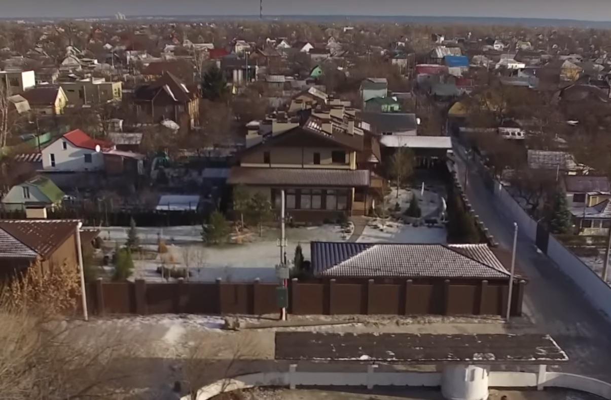 Еще уодного киевского судьи отыскали «чужой» дворец: появились фото ивидео