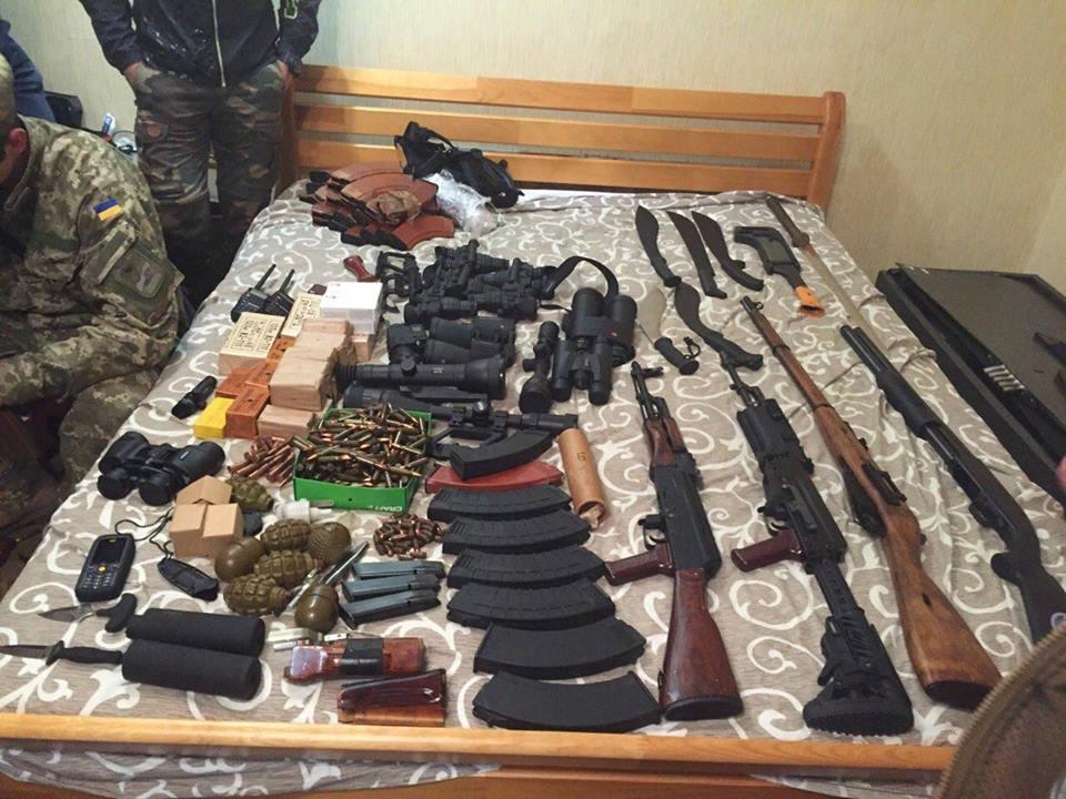 СБУ показала изъятое оружие для ликвидации Авакова: видео и фото