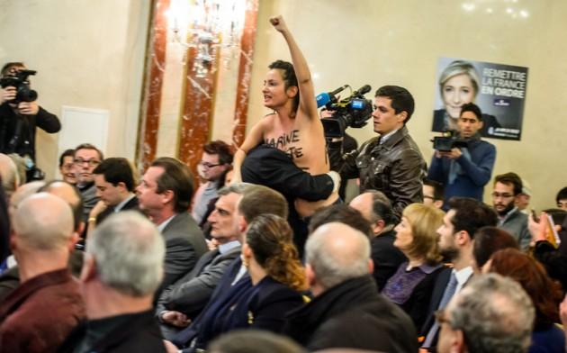 Активистка Femen пробовала сорвать выступление Марин ЛеПен