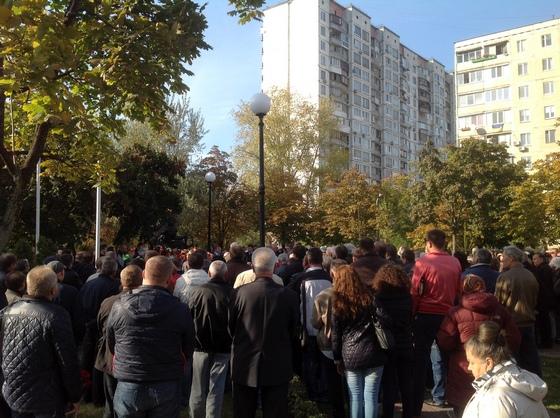 Памятник толпа.jpg