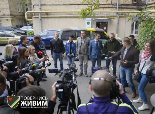"""В Киеве волонтеры сели за руль """"военного такси"""""""