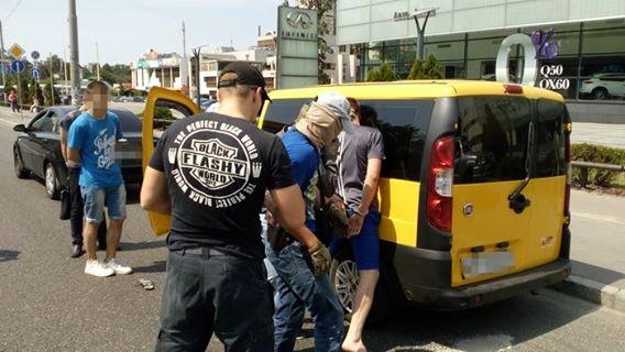 СБУ: ВКиеве задержали инструктора Нацгвардии, продававшего наркотики