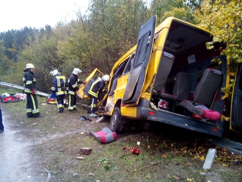 В Хмельницкой области маршрутка столкнулась с фурой: 4 погибших