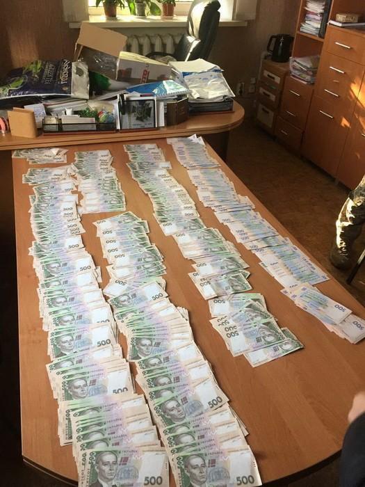 В зоне АТО двое чиновников требовали почти 0,5 млн грн взятки