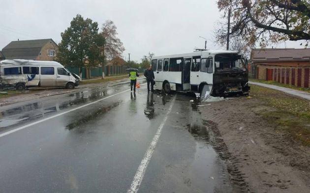 Под Киевом столкнулись автобусы, есть пострадавшие: фото