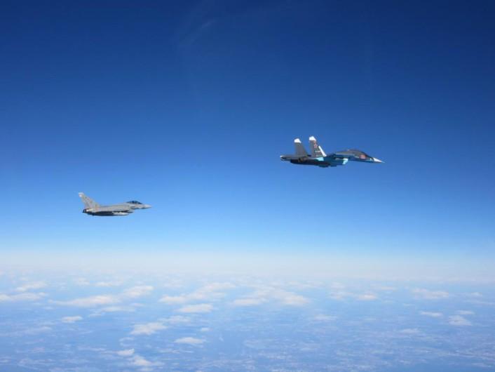 Опубликованы фото перехвата военных самолетов РФ над Балтией