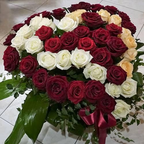101 роза: как сложить огромный букет в шляпную коробку