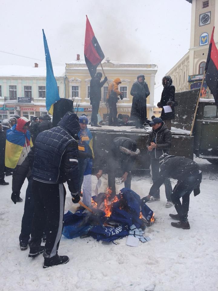 В Коломые разгромили офис Партии регионов: фото