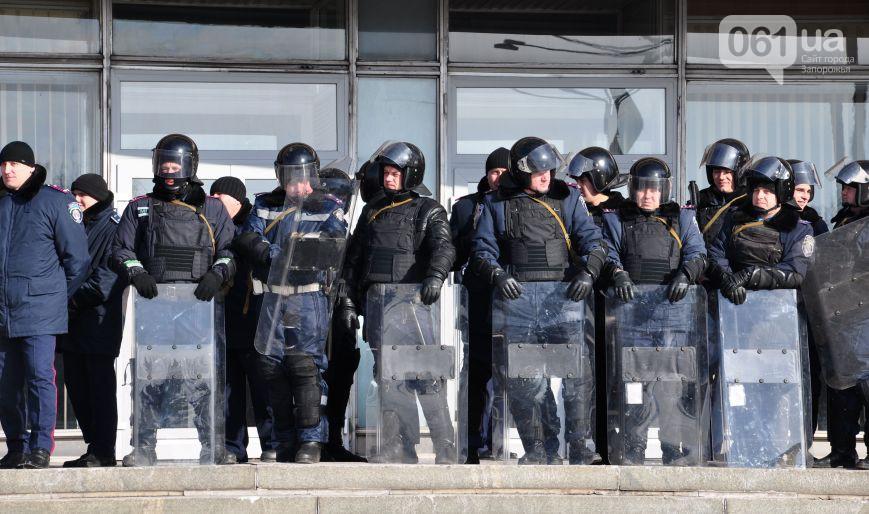Митингующие попытались штурмовать Запорожскую обладминистрацию