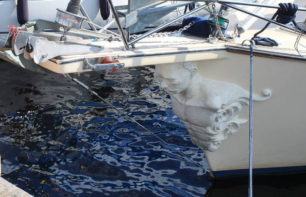 Путин-волнорез: на яхту установили гальюнного президента РФ: фото