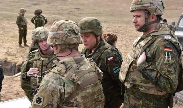 Порошенко разрешил иностранным войскам прибыть в Украину