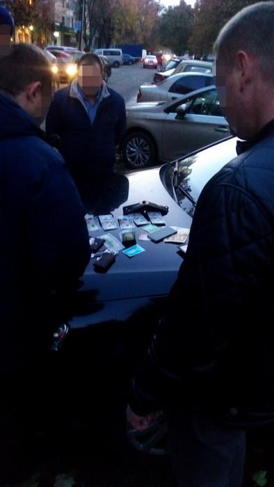 Сотрудник СБУ задержан по подозрению во взяточничестве: фото