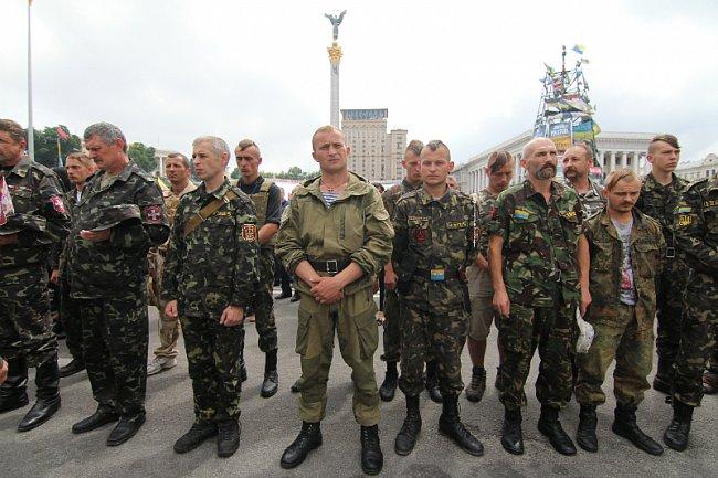 Майдан остается на улице. Репортаж с народного вече в Киеве